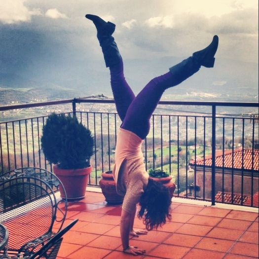 yoga-pose-handstand-2677-2