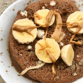 Cocoa Minicake with Banana and Cashew Butter