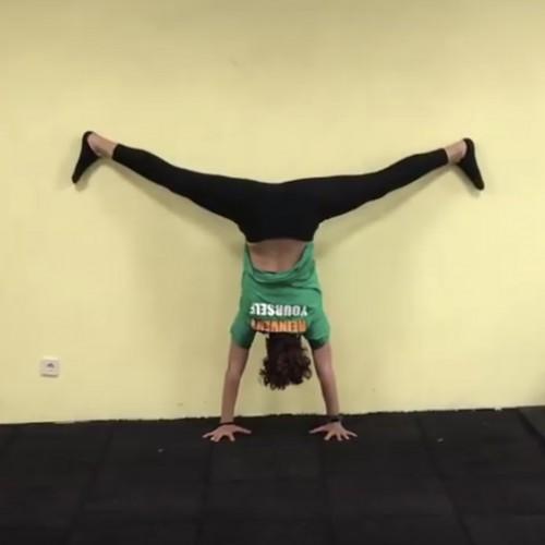 7 лесни упражнения за разтягане до мъжки шпагат