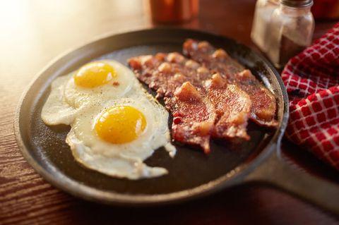 Наистина ли всеки трябва да следва нисковъглехидратна диета?